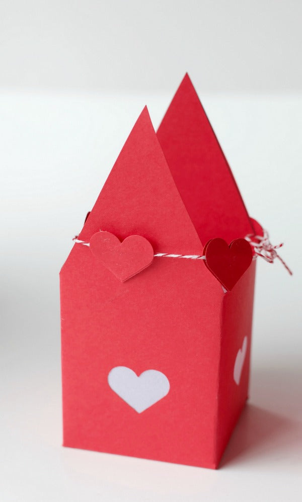 Tea light craft | Enchanted Valentine House | Valentines day | SatsumaDesigns.com #valentine