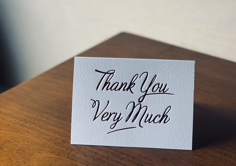 How to write a thank you note that gets remembered. Try my easy 5 step formula for an easy to write, no-stress thank you note that will delight. #gratitude #etiquette #thankyou #mannersclass #manners #teacher #satsumadesigns