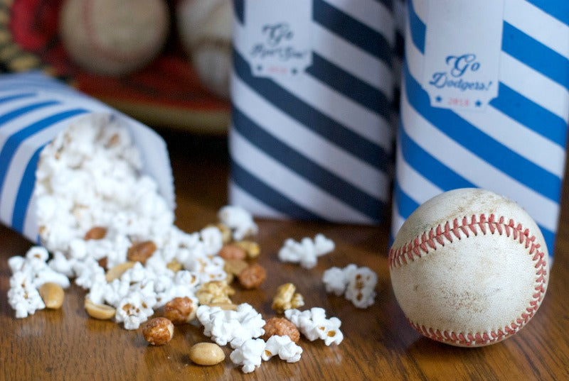 Click through to download and print my 2018 World Series Cracker Jack snack bags for fans | World Series party ideas | baseball party ideas | SatsumaDesigns.com #dodgers #redsox #worldseries