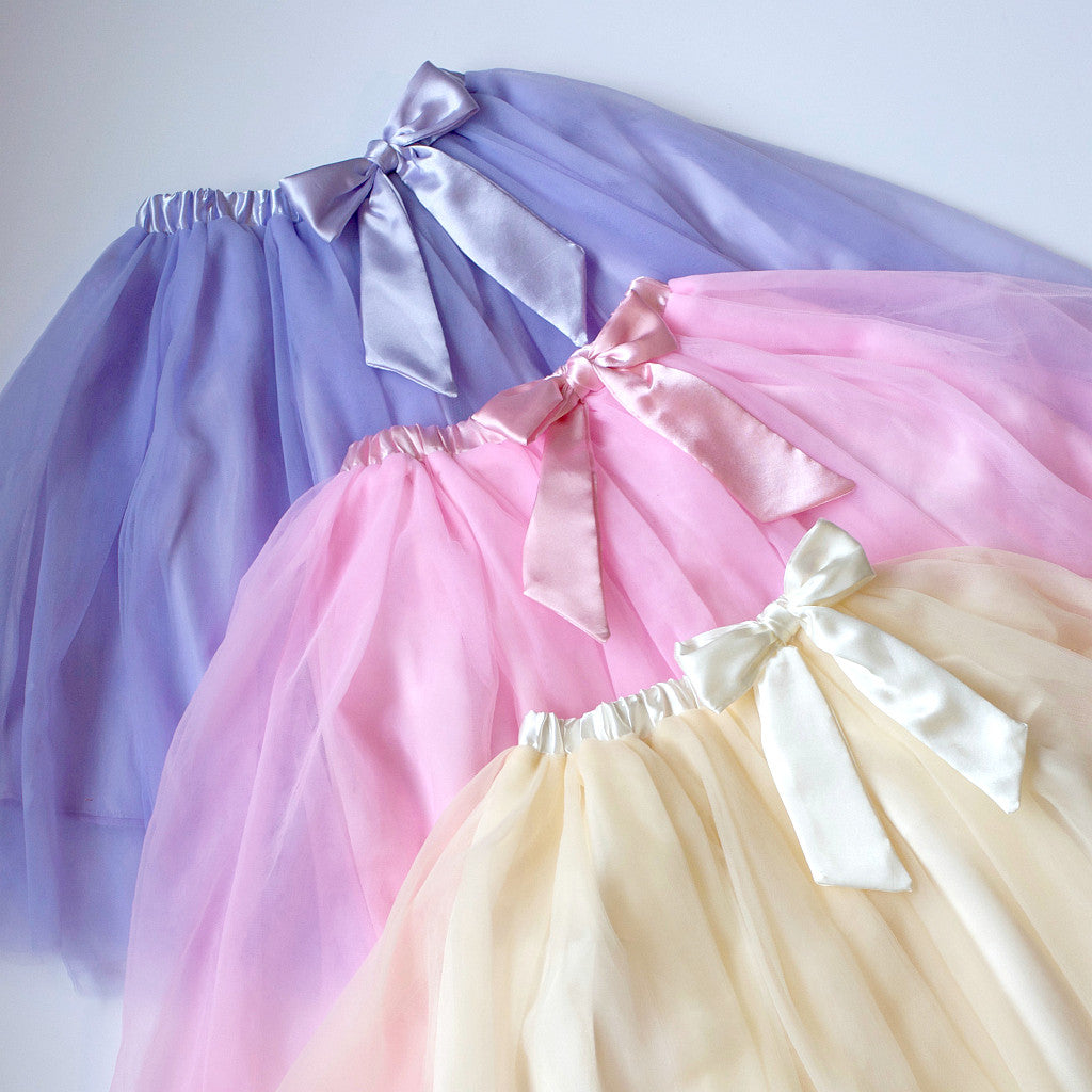 Flower girl skirt | Tulle skirt | Tutu | Kids tutu | Wedding party clothes | Toddler tutu | Birthday tutu | Photo props | SatumaDesigns.com #tutu #wedding