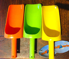 SAND SCOOP 25CM LONG