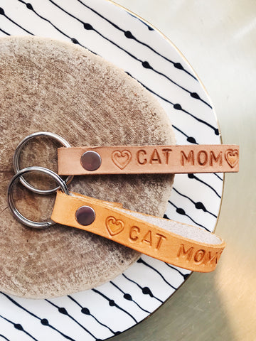 · CAT MOM LEATHER KEYCHAIN ·