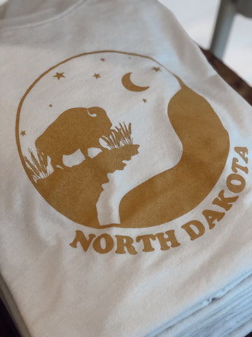 ND SUNSET TEE · WHITESMOKE / GOLD