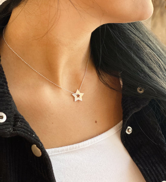 SIMPLE STAR CUTOUT NECKLACE