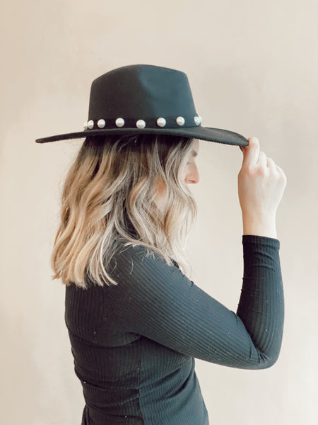 HIGH HORSE PEARL ACCENT HAT
