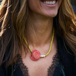 Perlas Rose Necklace