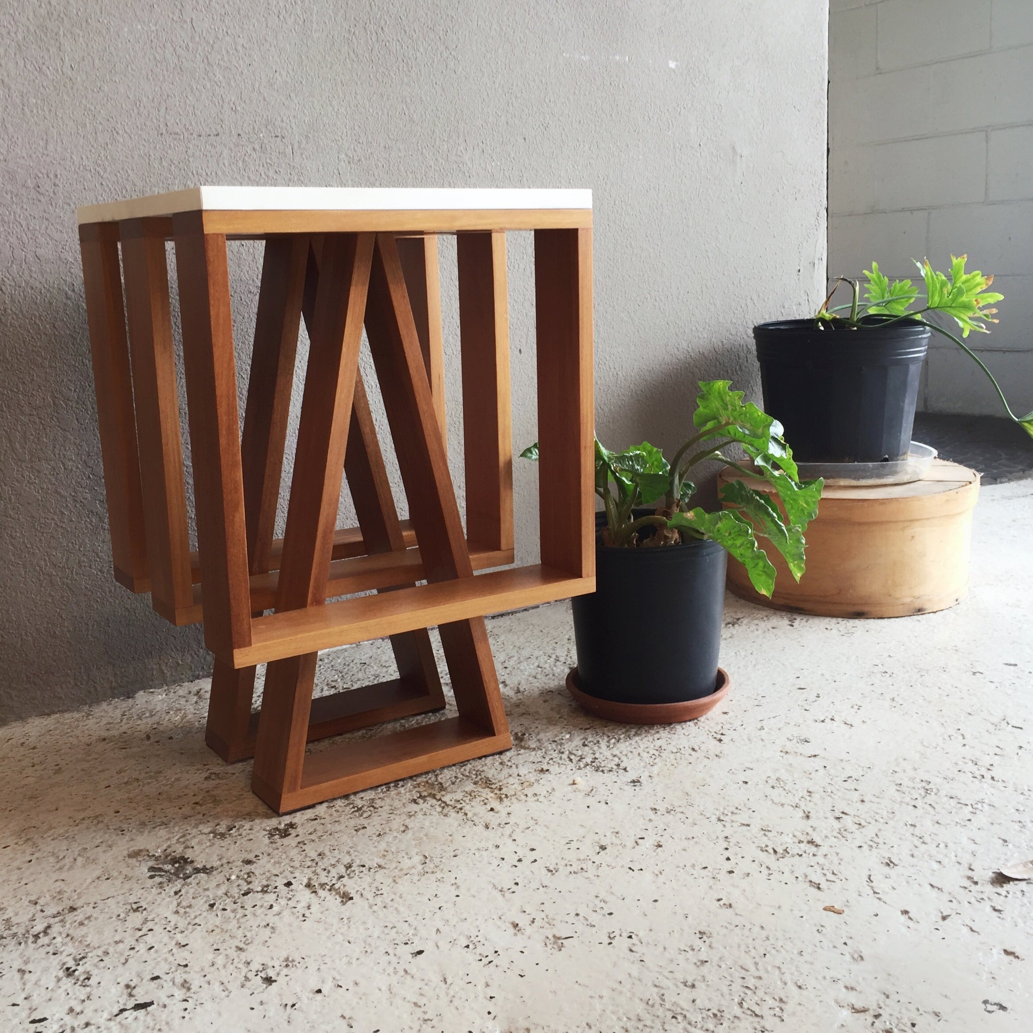vala side table