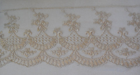 A champagne gold threads lace trim / bridal wedding lace trim is for sale. Sold by per yard 90cm