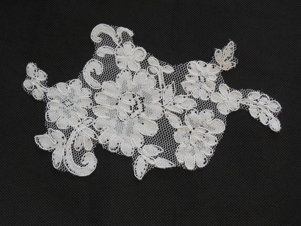 Ivory bridal floral lace Applique / lace motif for sale. 18x12.5cm.Sold by piece
