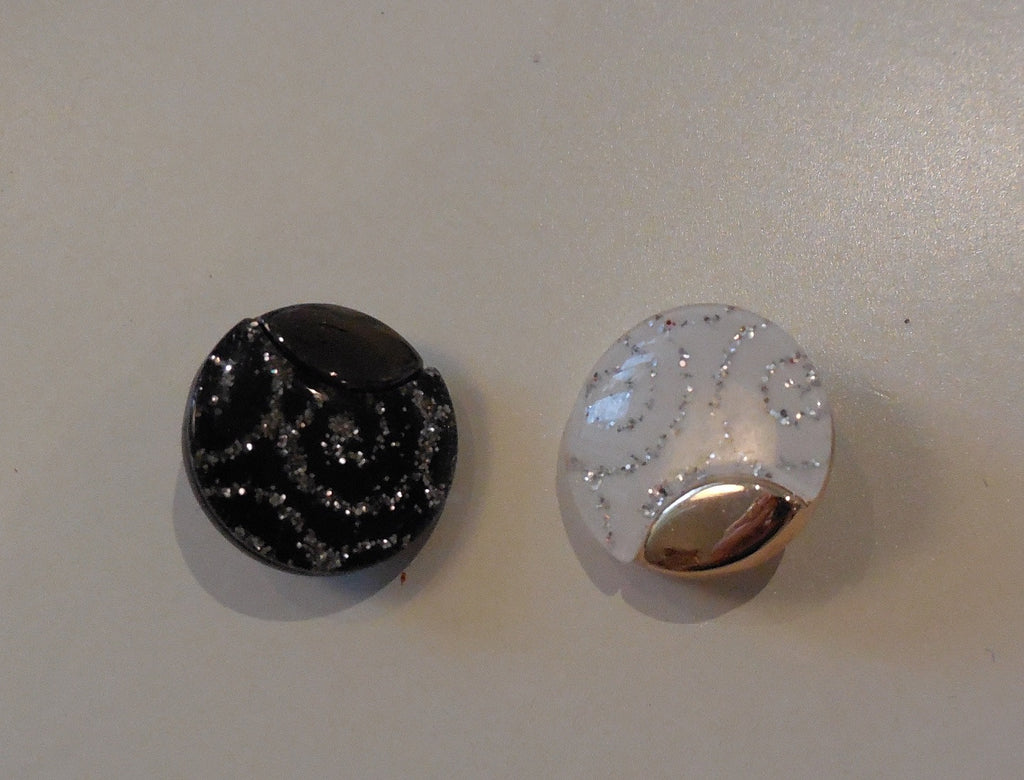 black OR white plastic sew on clothes / jackets button DIY in 1.7cm diameter