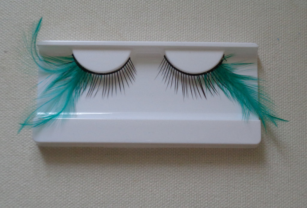 a pair false eyelashes Delicate feathers tails Reusable fancy eyelashes makeup