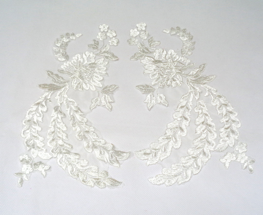 A pair of ivory or white collar lace appliques floral tulle collar lace motifs Per pair
