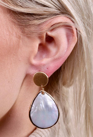Elegance Mother of Pearl Earring