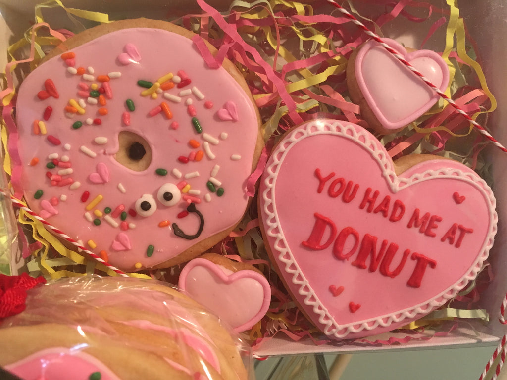 Valentine's Day - Decorated Cookies: Donut Set