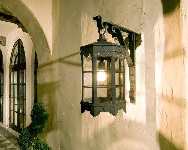 De La Guerra Lantern and stucco wall - DLG Lighting Co.