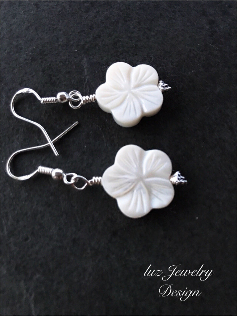 White flower earrings - flower earrings - handcrafted Jewelry Luzjewelrydesign