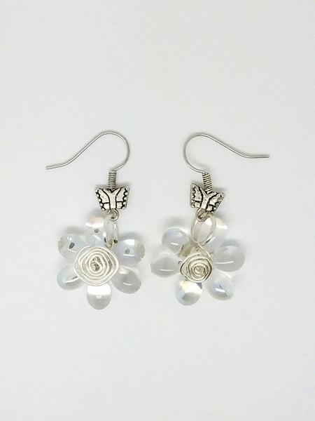 White flower wire wrapping earrings, white flower jewelry, White flower earrings, wire wrapping dangle, white daisy earrings