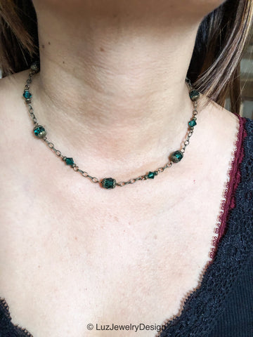 Green Swarovski necklace - handcrafted Jewelry Luzjewelrydesign