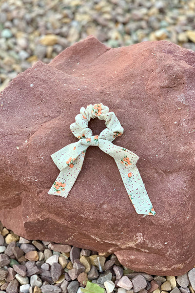 FLORAL BOW SCRUNCHIE - TAUPE