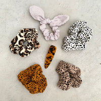 HAIR SCRUNCHIE - IVORY LEOPARD
