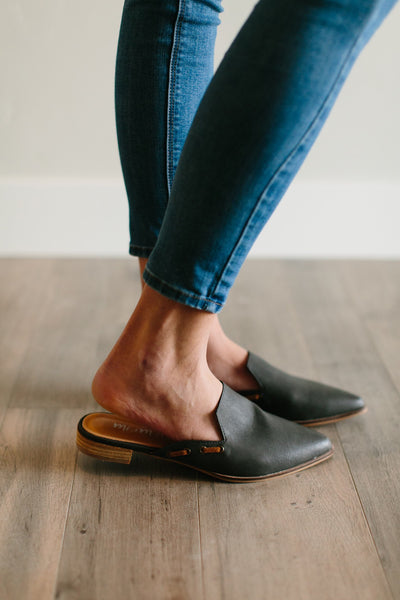 POINTED TOE MULE - CHARCOAL