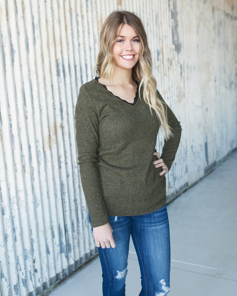 JAYDEN PEEK A LACE TOP - OLIVE