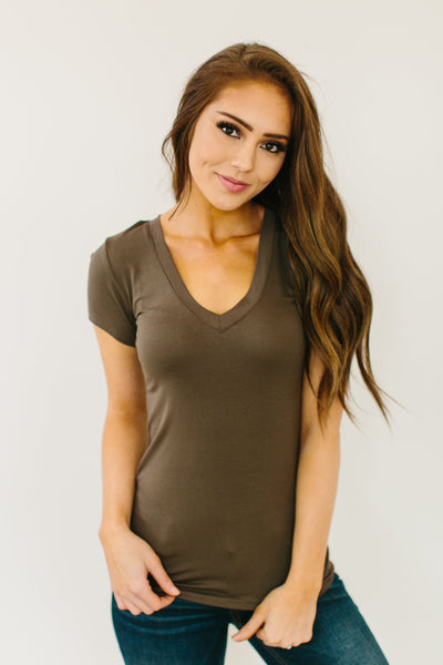 V-NECK FITTED TEE - OLIVE