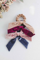 KNOTTED PLEATED VELVET SCRUNCHIE - CAMEL