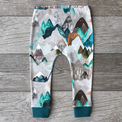 The Mountains are Calling Leggings in Mineral