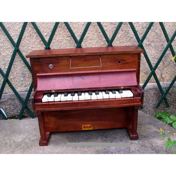 Antique Piano Baby - Zouf.biz