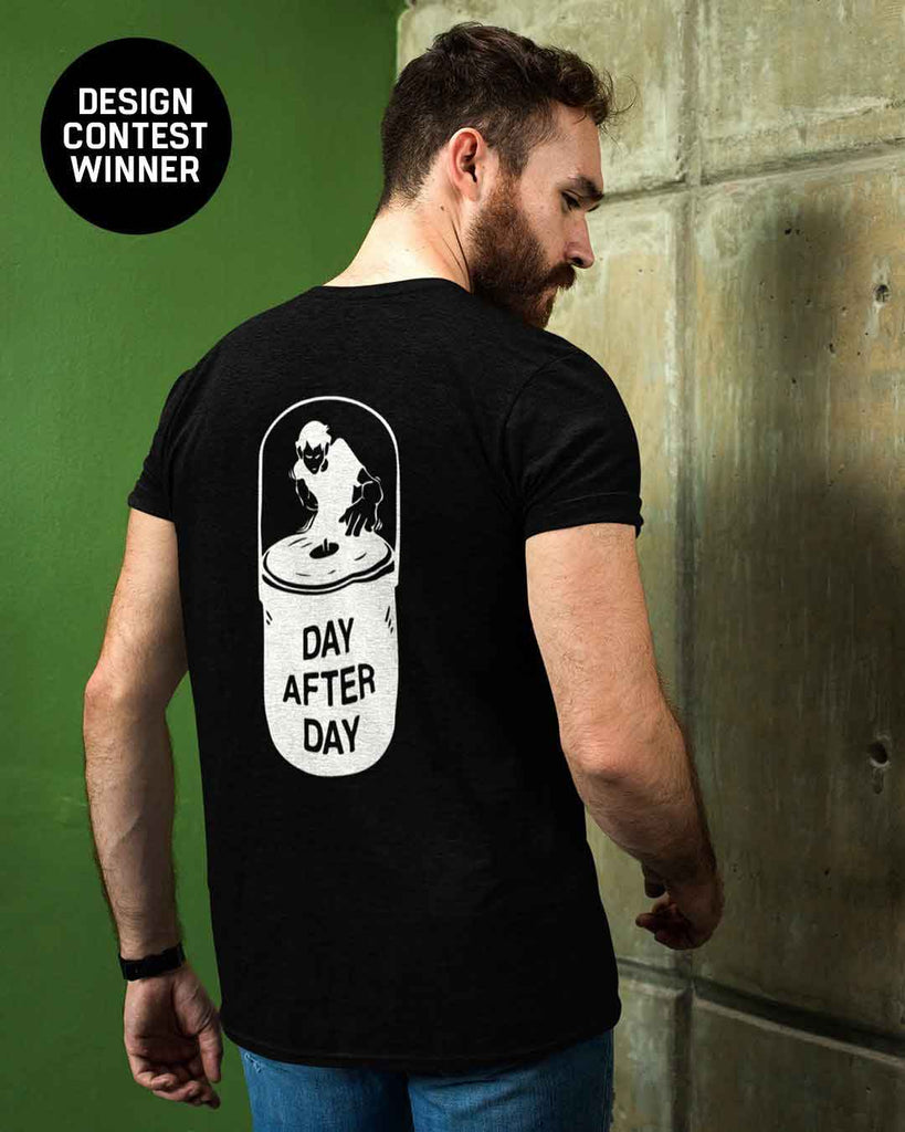 Day After Day T-Shirt in schwarz