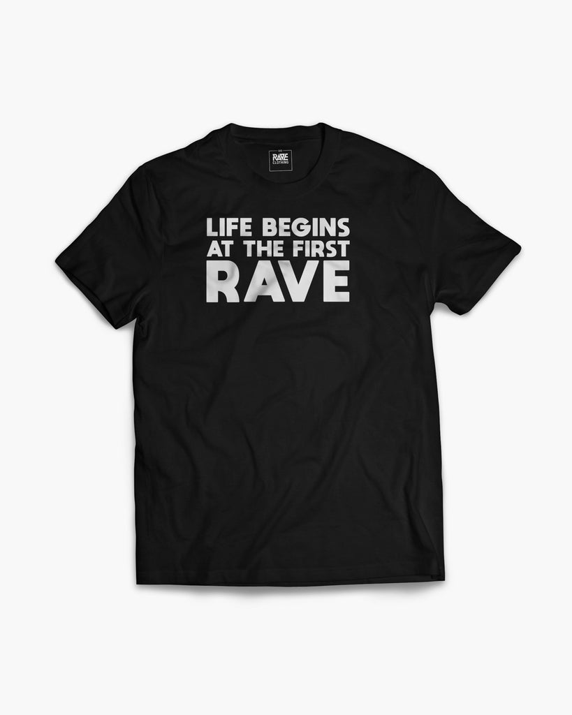 Life begins at the first Rave T-Shirt in schwarz