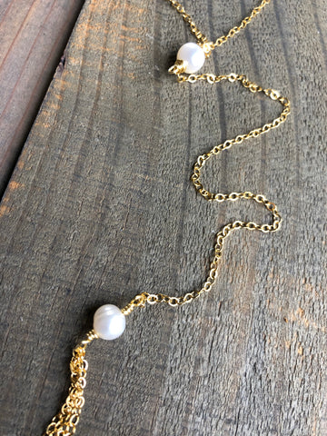 Dainty y-shape necklace with pearl