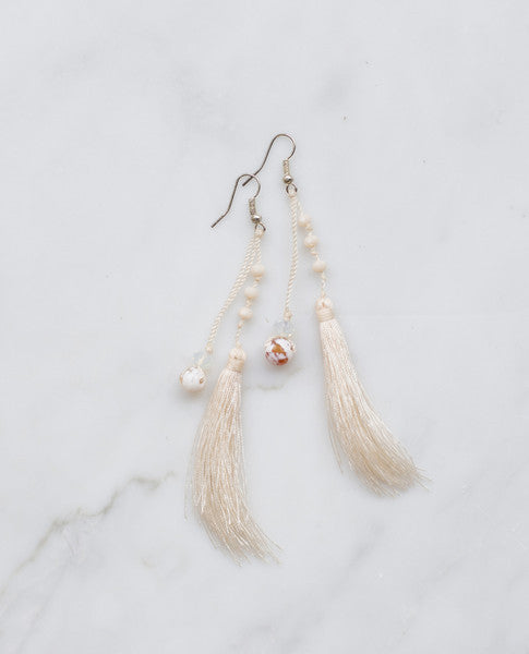NUDE FEATHERED AGATE EARRING