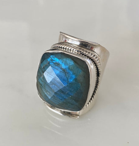 OCEAN LABRADORITE RING FACETED