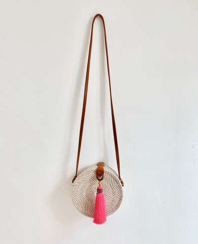 CROSS BODY RATTAN TASSEL BAG NEON PINK