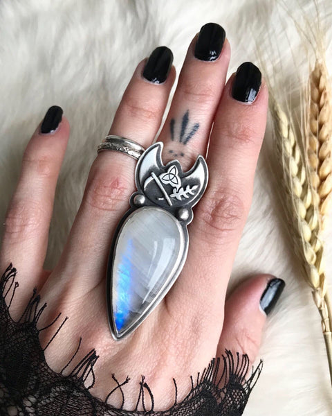 Cailleach's Sceptre Ring ✦ Size just under 8 ✦ The Age of the Cailleach Collection
