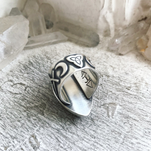 Cailleach's Guidance Ring ✦ Size 7 1/2 ✦ The Age of the Cailleach Collection