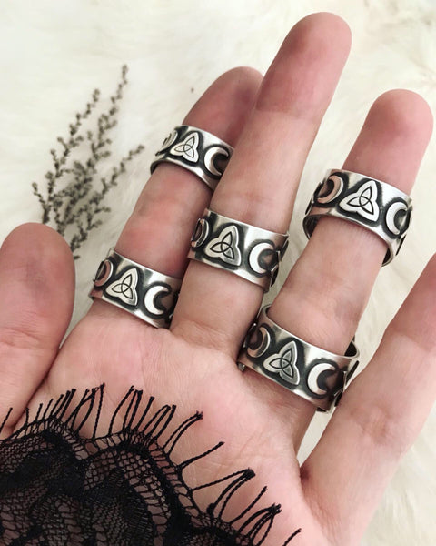 Cailleach's Guidance Ring ✦ Size just under 8 1/4 ✦ The Age of the Cailleach Collection