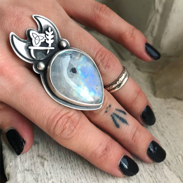 Cailleach's Sceptre Ring ✦ Size 9 ✦ The Age of the Cailleach Collection