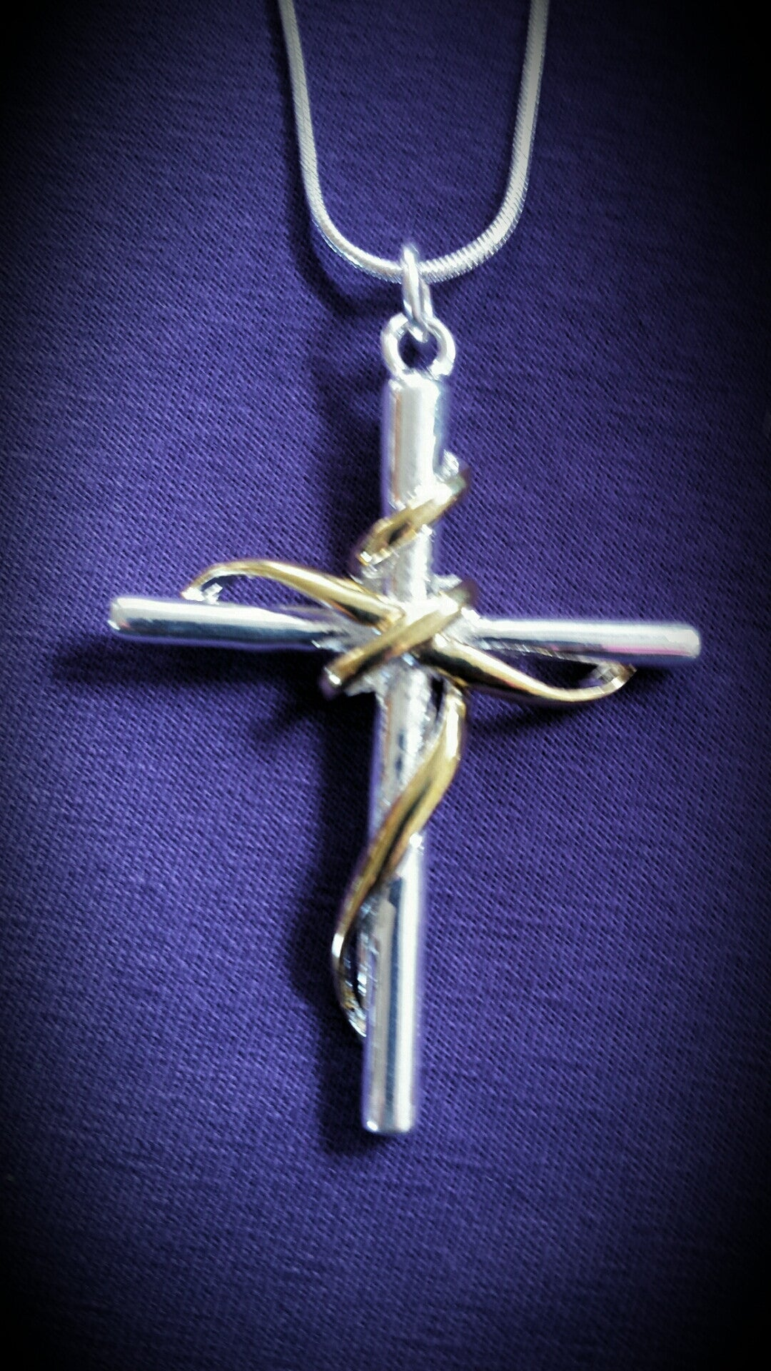 Large 2-tone cross w/chain
