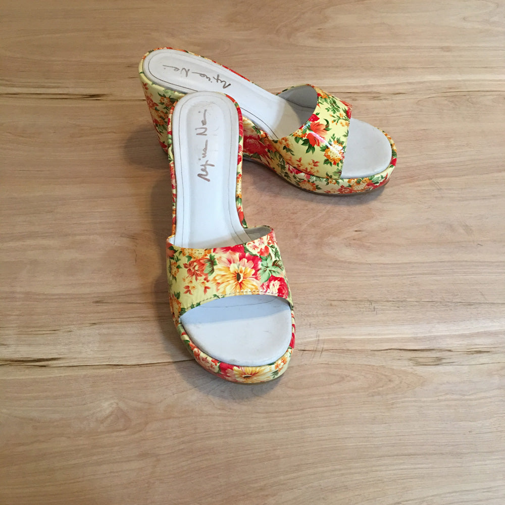 FLOWERY PATENT LEATHER SHOES