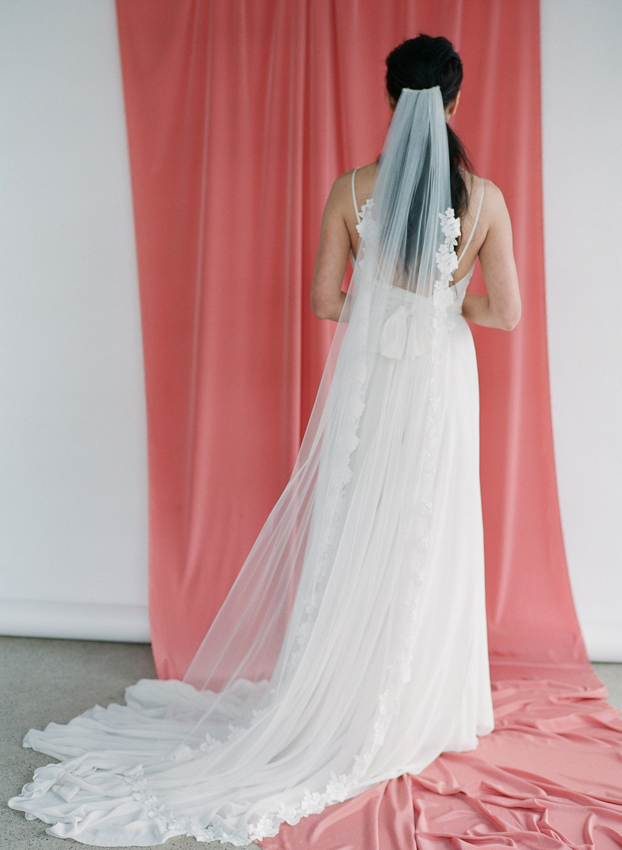 Simple tulle veil with a delicate floral lace trim
