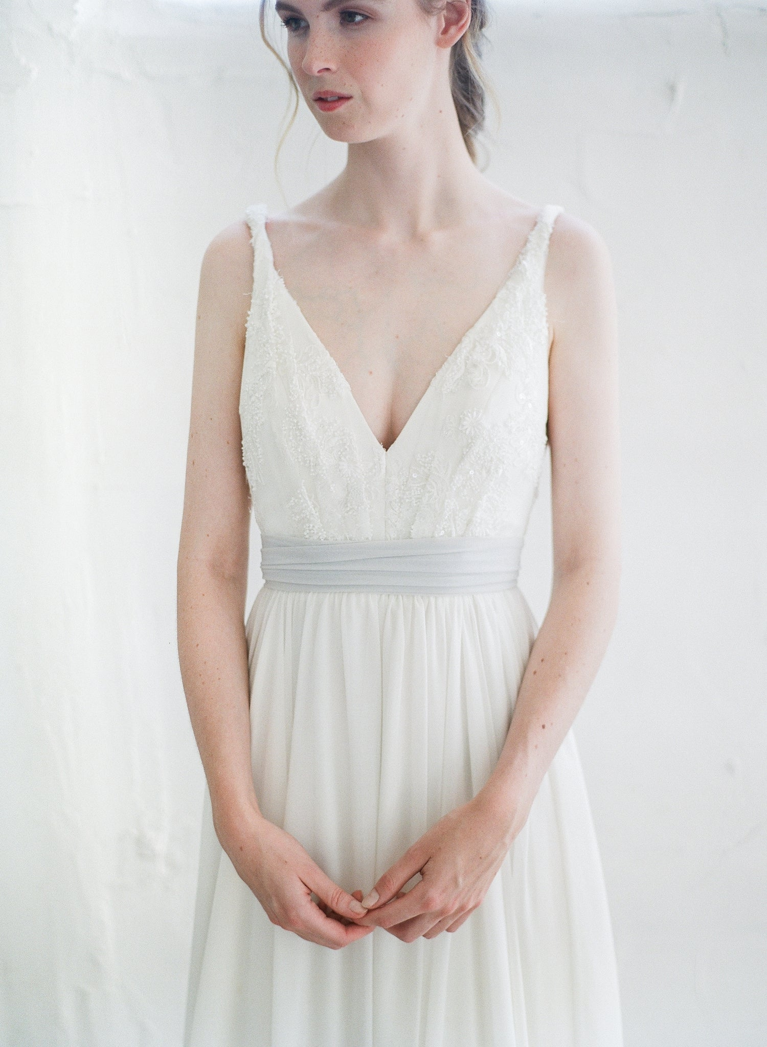 Flowy chiffon dress sash in dove grey