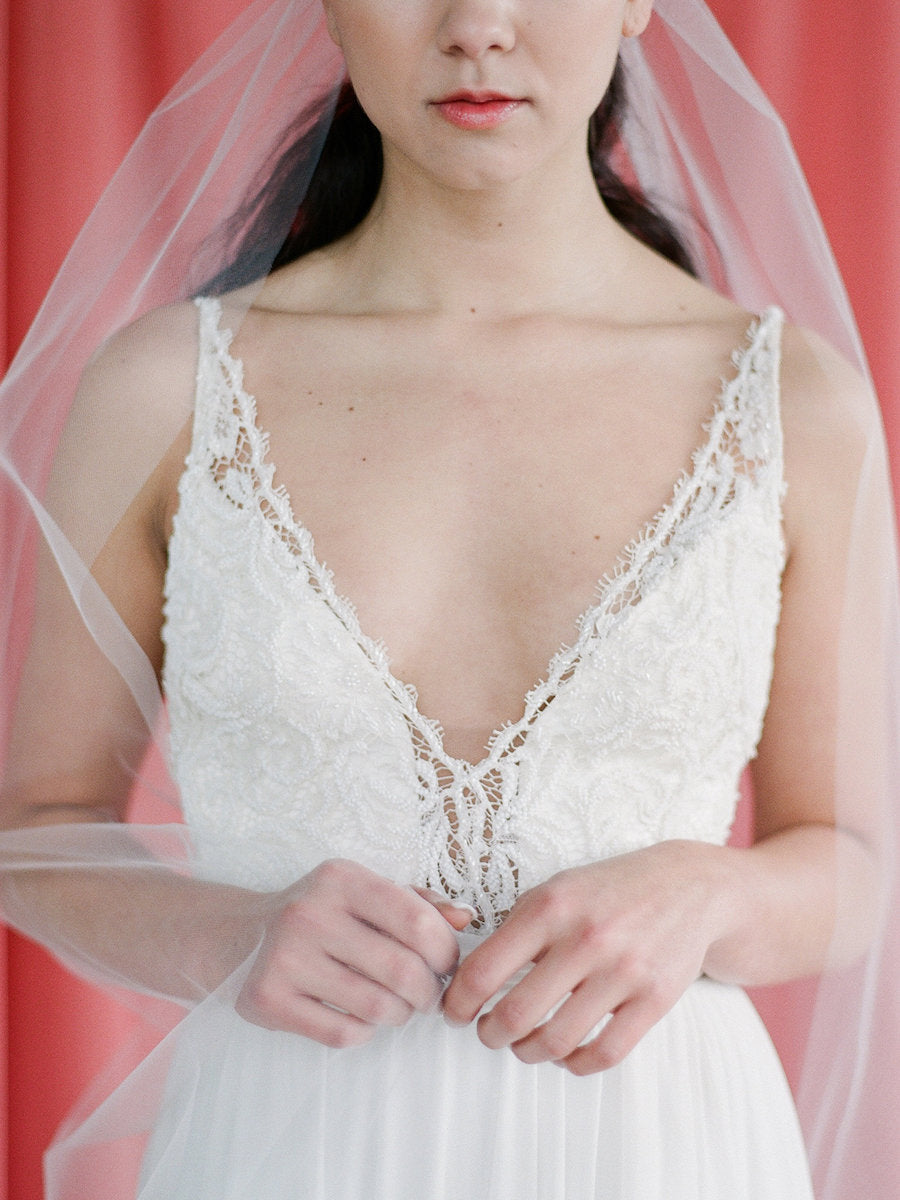 Simple classic offwhite tulle veil