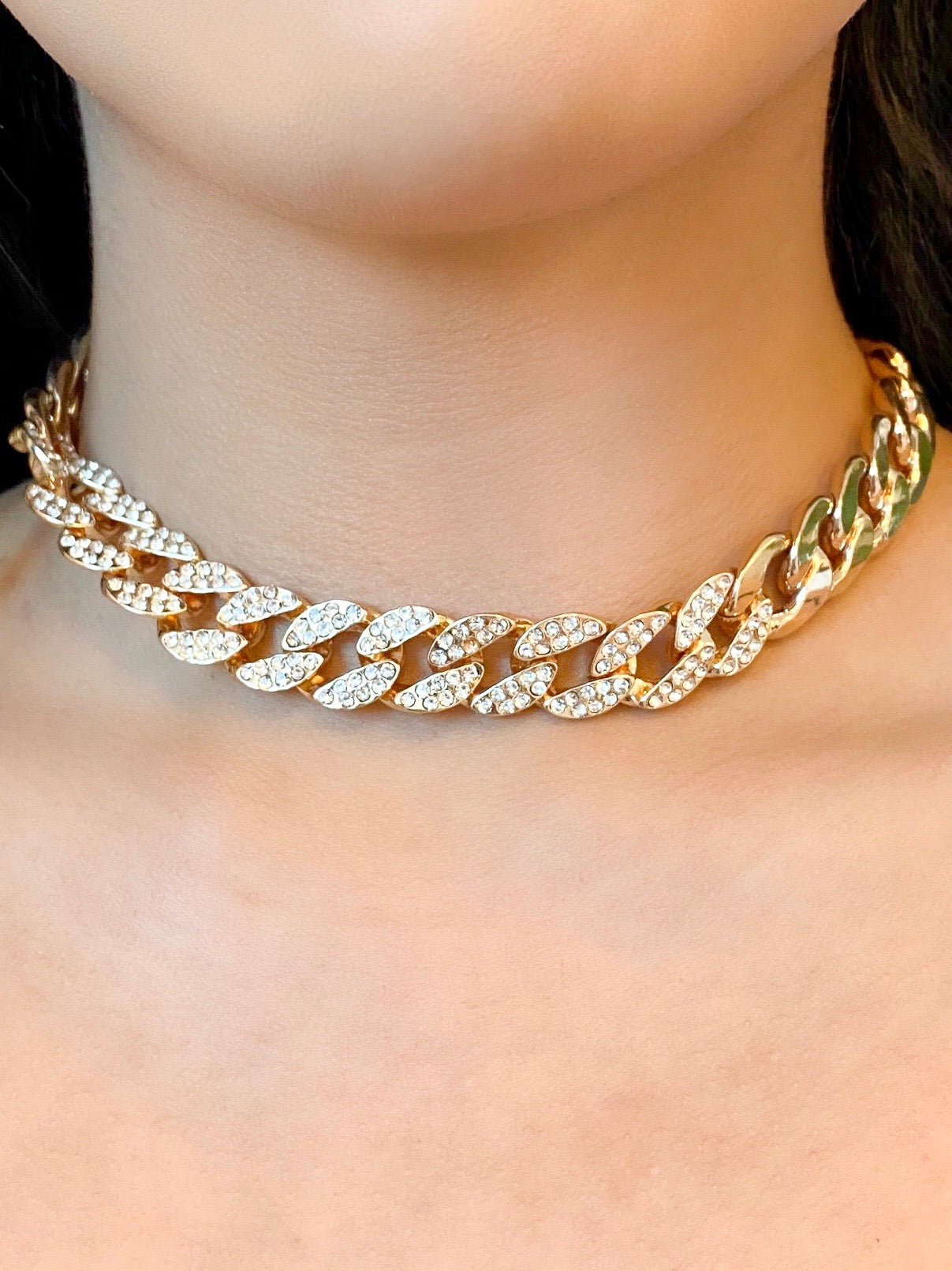 gold-tone hardware, lobster claw closure, gold chain detailing, gold-tone necklace