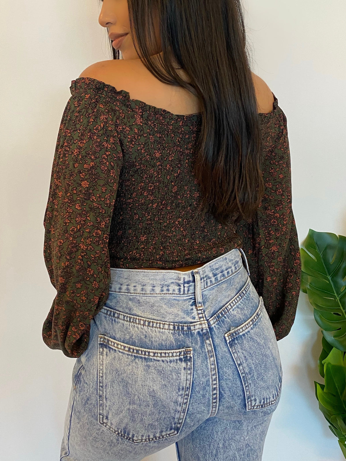 olive floral top, off the shoulder long sleeve, key hole, self tie
