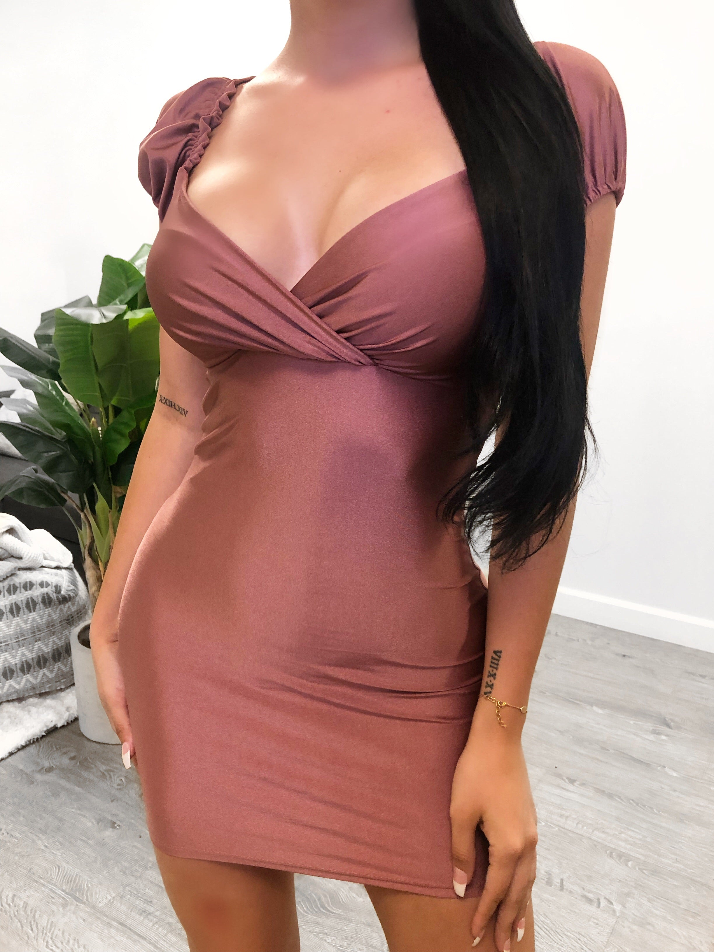 mauve stretchy midi dress. Can be worn off the shoulder or normal. Comes in four colors. Low cut v front. Can be worn with a strapless bra.