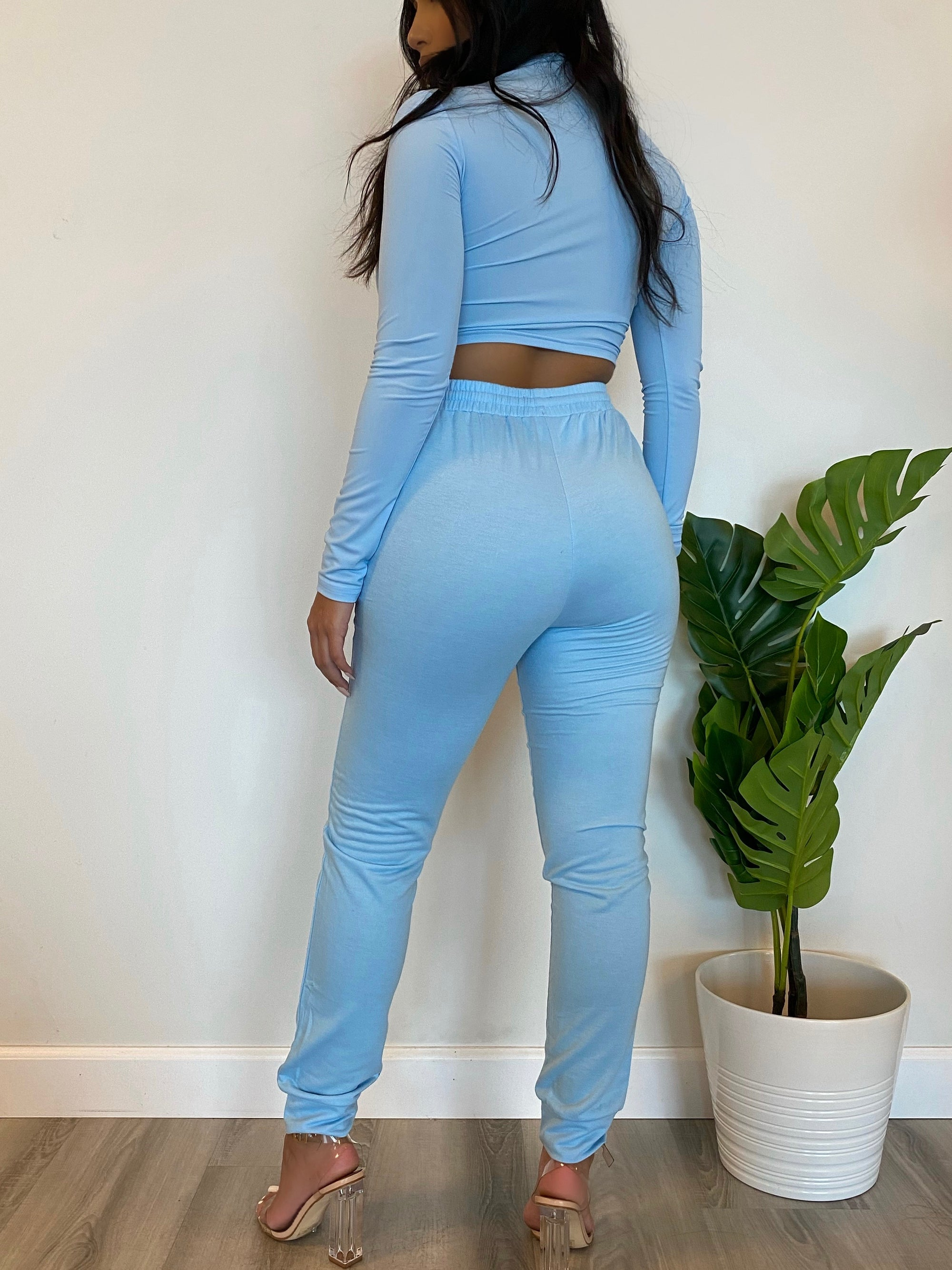 blue 2 piece, long sleeve crop top, front zipper, collar top, high waist joggers, drawstring