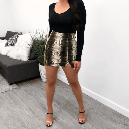 snake skirt, black and white, mini slit, mini skirt, high waist
